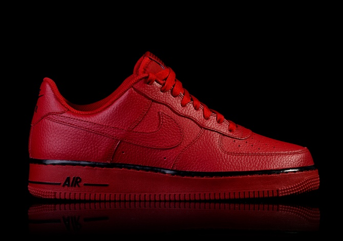 NIKE AIR FORCE 1 '07 GYM RED