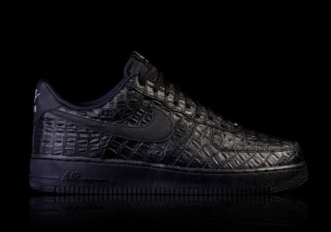 NIKE AIR FORCE 1 '07 LV8 CROCK PACK BLACK