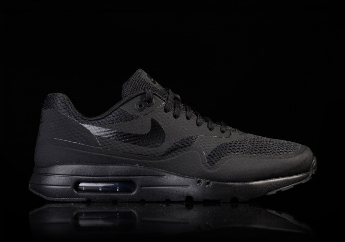 NIKE AIR MAX 1 ULTRA ESSENTIAL TRIPLE BLACK