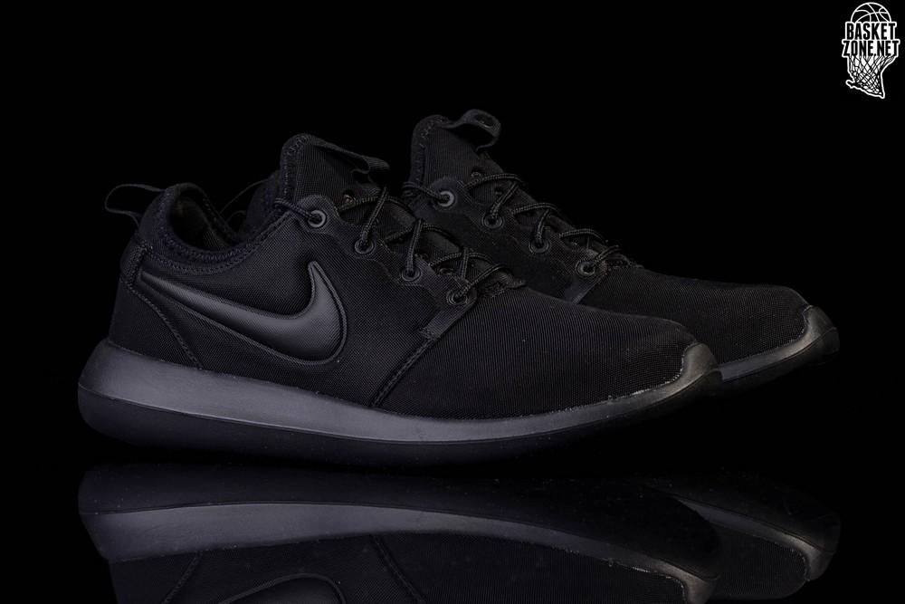 buy online ffd76 b3f00 NIKE ROSHE TWO TRIPLE BLACK price €82.50 | Basketzone.net
