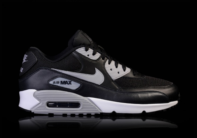 nike air max 90 essential wolf grey black/university red/anthracite