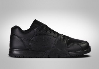 NIKE CROSS TRAINER LOW TRIPLE BLACK